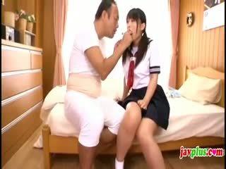 Japans innocent schoolmeisje seduced door oud lelijk oomje