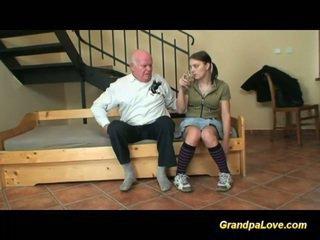 Datuk dalam cinta dengan muda remaja