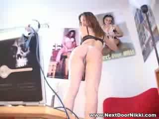 ผู้หญิงสวย ผู้หญิงสวย ถัดไป ประตู nikki stripping แสดง เธอ pointy หน้าอก