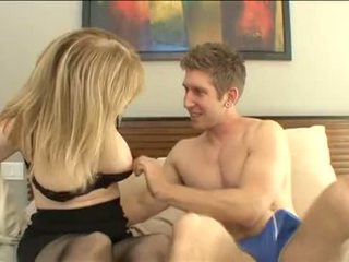 Nephew 他媽的 他的 姑媽 - nina hartley - 更多 上 footjobs-tube.com