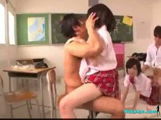 2 schoolgirls zajebal getting facials s 2 guys v the classr