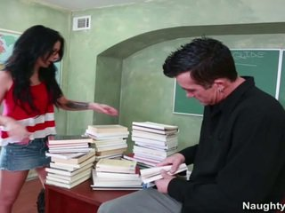 Tattooed দমন madelyn monroe takes teachers বড় dong onto ডেস্ক