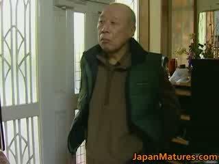 Японська матуся enjoys гаряча секс