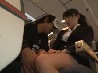 चिक महिला ग्रोप्ड और गड़बड़ में एक व्यापार airliner