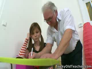 Ta en tip från den tricky gammal läraren. när ni vilja till fan en studenten, helt enkelt manipulate dem.