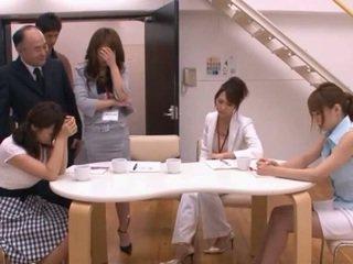 Hapon av modelo taking pocket rocket