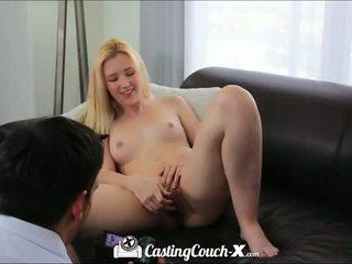 Valu sohvalla x: kuuma blondi teinit perseestä päällä valu