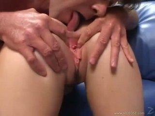 Elizabeth lawrence gets لها ضيق القليل الحمار مارس الجنس في حين being fingered