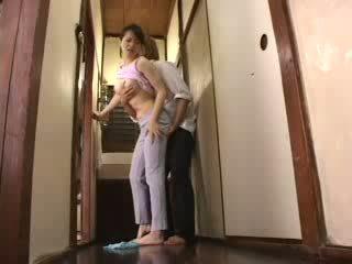 日本语 角质 男孩 attacked 他的 继母 视频