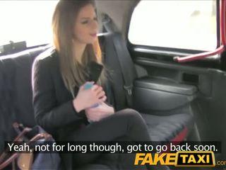 Faketaxi зашеметяващ брюнетка takes то от зад в taxi sextape - порно видео 211