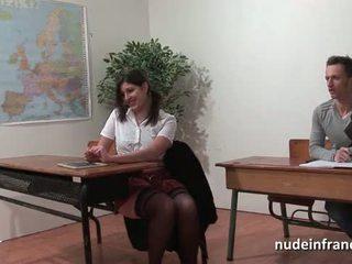 सेक्सी फ्रेंच arab स्टूडेंट आस गड़बड़ में threeway द्वारा उसकी classmates