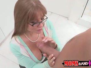 Сексуальна грудаста мачуха darla crane gets її дупа трахкав
