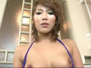 اليابانية فتاة milking ل صغير قضيب