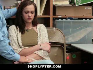 Shoplyfter - mãe e filha apanhada e fodido para stealing