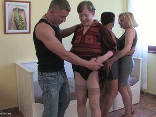 3 babice in zreli cunts zajebal s 1 srečen guy