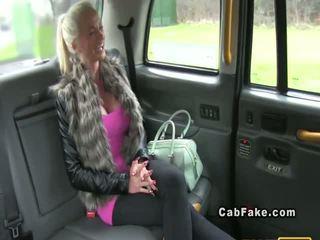 Hot suomi pirang bangs in taxi silit kasunyatan