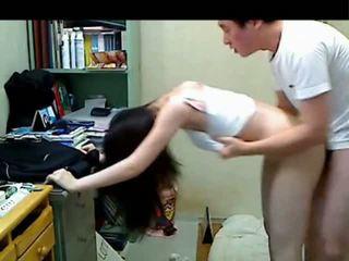 Korejieši vecāks brālis jāšanās viņai younger sister