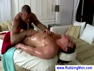 Oily masaage ends upp i bj