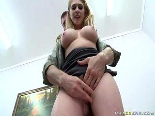 Sıcak kızlar ile büyük zeppelins ve güzel pussys