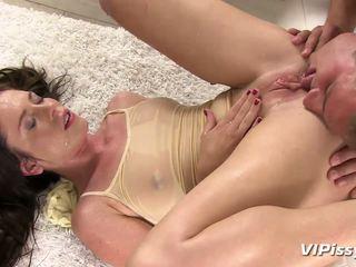Big Raw Puss Jessica Rox Showers In Pee