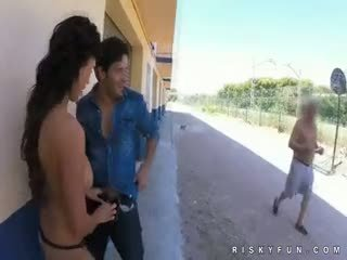 Öffentlich nudity teasing bis heiß blowjob