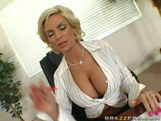 Матуся з величезний титьки безкоштовно відео
