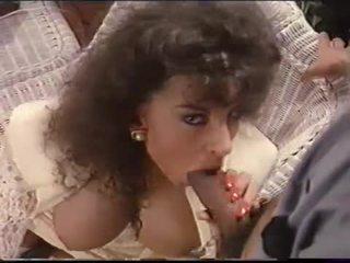 Sarah 若い loves 精液