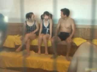 Oriental gaja é quente e banho em o spa