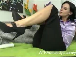 Mom aku wis dhemen jancok jana plays with her upslika burungpun