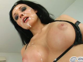 그만큼 절대적으로 기절시키는 외국인 gets 그녀의 얼굴 covered 에