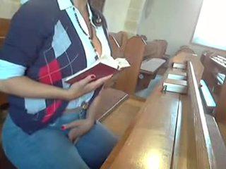 Se masturba en la iglesiabychanokcl
