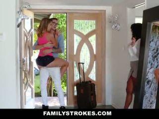 Familystrokes - kolegj bro cums shtëpi në i eksituar sis <span class=duration>- 10 min</span>