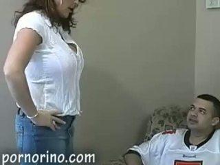 Karstās mammīte māte nepieredzējošas un stroking dēls par sperma