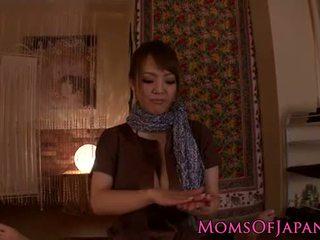 Hitomi tanaka gives aistillinen pov hieronta