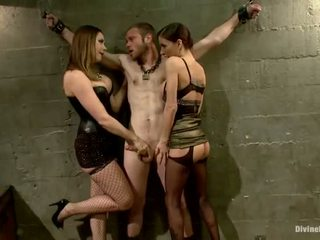 Oustanding meat ραβδί dude dominated σε dame κυριαρχία και pegging επίδοση με 3 nymphs