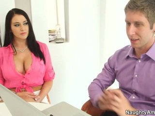 Bigtitted negru haired alexis grace receives python