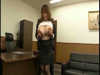 Massif seins japonais gets fondled