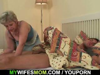 Scandalized putri finds dia tua mama menunggangi dia titit