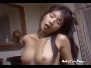 Japoneze mami qirje të saj bashkëshort