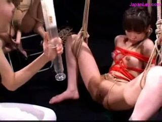 Bondaged slave getting enema til rumpe andre suging leketøy 2 mist