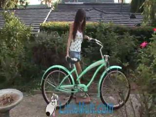 April oneil screws the bike! pridané 02 18 2010