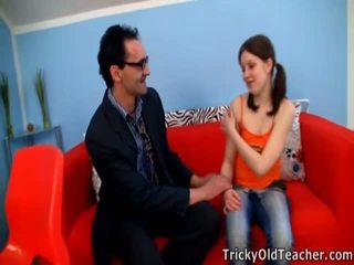 Kontrolloj jashtë i mirë lilya pleasing të saj perverse mësues.