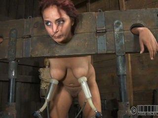 노예 gets ardous 매질