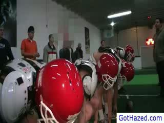 Football équipe getting gay hazed
