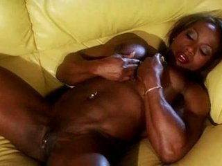 Fekete muscle female masturbate videó