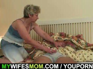 他的 妻子 finds 他 敲打 mother-in-law!