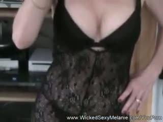 Melanie s intense varpa pažinčių