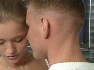 Horký němec ruský dospívající v kancelář pohlaví akce