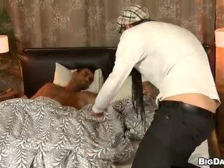 Gej žrebec gives lusty analno lickings