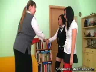 Dina e kira chupar e lambida enorme tetas de seu professora.